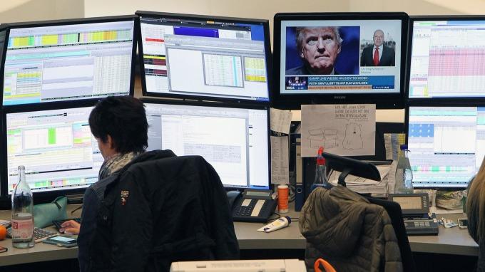 圖:AFP  歐洲股市週四小幅收低