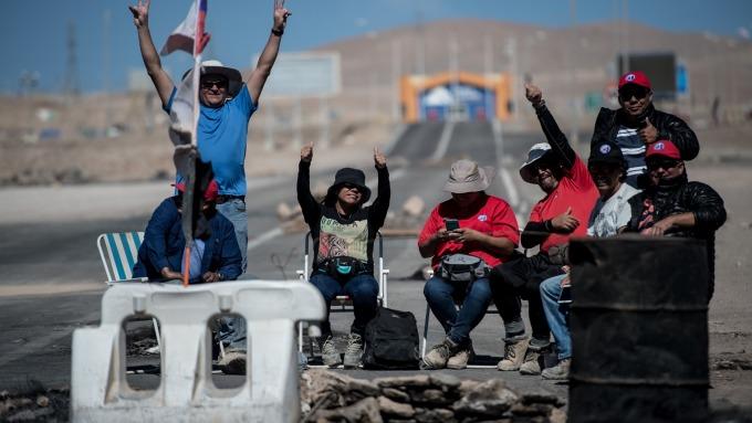去年8月智利Escondida銅礦區發生大罷工。(圖:AFP)