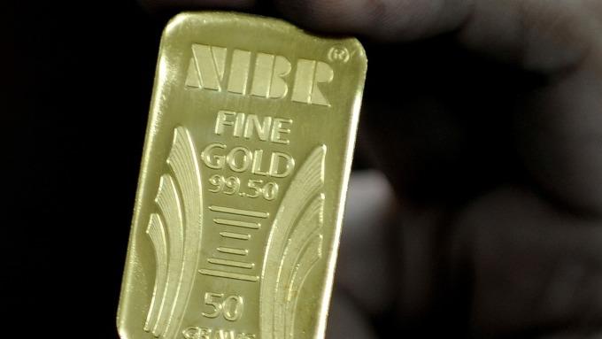 圖:AFP  黃金週一小幅收高