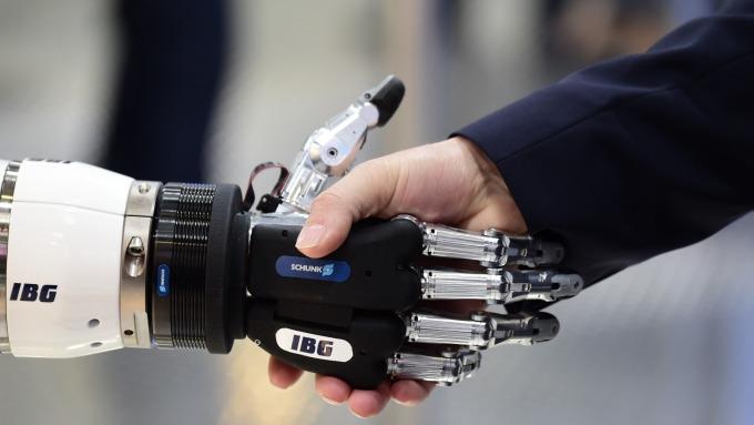 低端銀行崗位將被機器人大量取代?(圖:AFP)