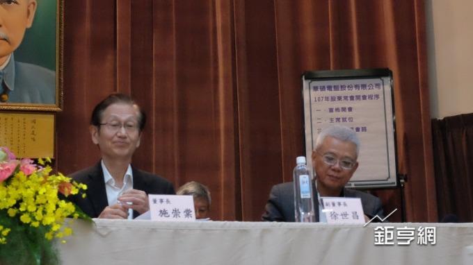 華碩董事長施崇棠(左)。(鉅亨網記者黃雅娟攝)
