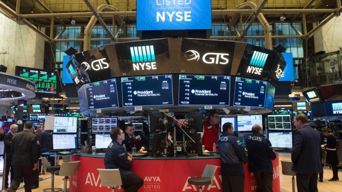 圖:AFP  美國股市週二中場溫和上揚