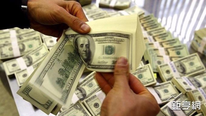 滙豐銀估今(2018)年下半年美元將維持強勢。(圖:AFP)