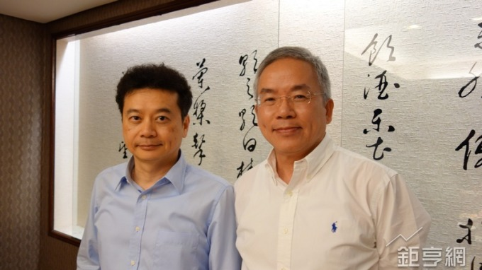 騰輝電子董事長勞開陸(左)及總經理鍾健人。(鉅亨網記者張欽發攝)