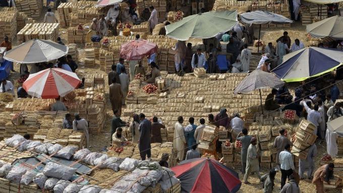 巴基斯坦盧比近半年來放手貶值三次。(圖:AFP)