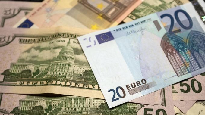 歐元貶破1.17美元。(圖:AFP)