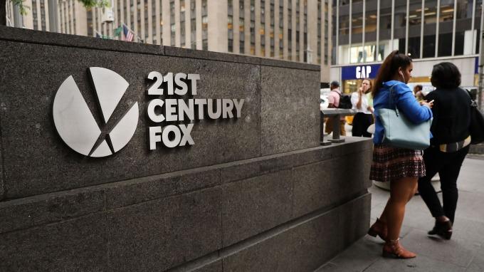 Comcast要溢價19%收購福斯資產。(圖:AFP)
