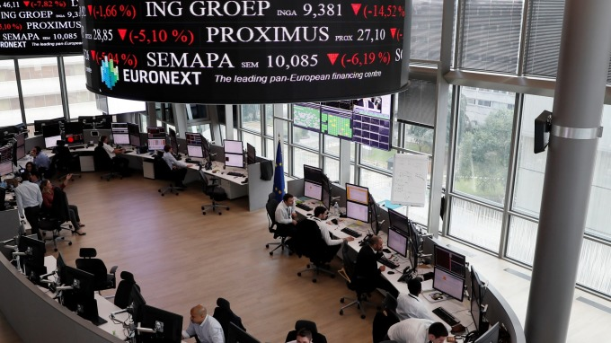 圖:AFP  歐洲股市週二收低