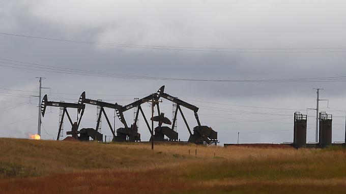 圖:AFP  庫存下降 紐約原油週三收高