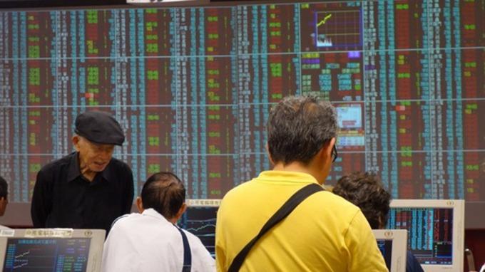 台股盤中─集團股、權值股領攻 指數大漲百點收復年線