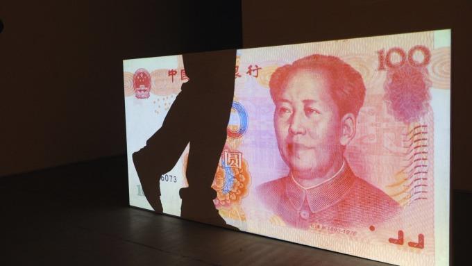 人民幣兌美元6月重貶逾3%。(圖:AFP)
