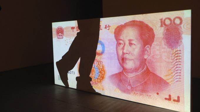 離岸人民幣一小時跌350點。(圖:AFP)