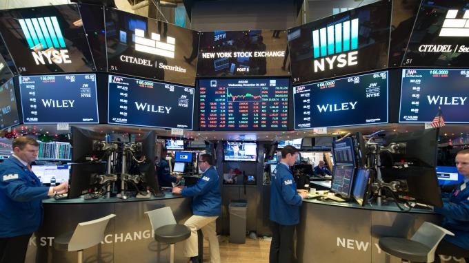 週四美股盤前,道瓊期指一度漲逾140點。(圖:AFP)