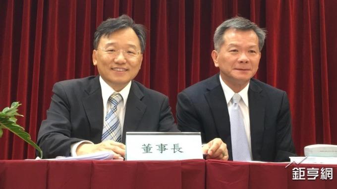左起為晶電董事長李秉傑、總經理周銘俊。(鉅亨網資料照)