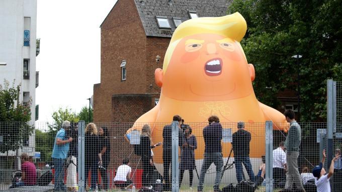 抗議民眾集資製做的「川普嬰兒」(Trump Baby)氣球。(圖:AFP)