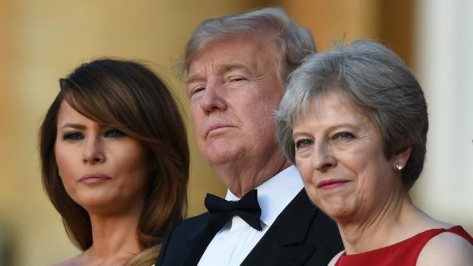 川普(中)訪英與英國首相梅伊(右)見面(圖:AFP)