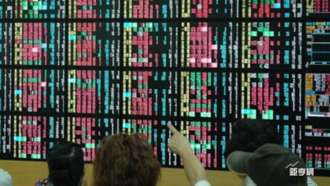今(13日)台股開高走高,終場大漲126點,收復月線以及季線,重返10800點關卡。(鉅亨網資料照)