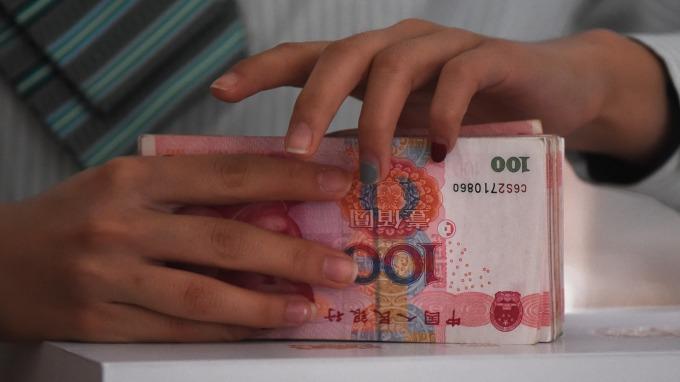 人民幣中間價報6.6758(圖:AFP)