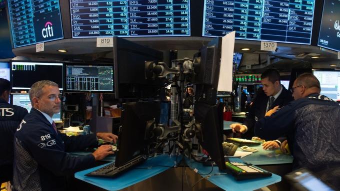 圖:AFP 美國股市週五收盤少有變動