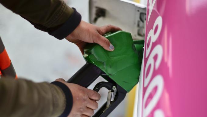 7/23起油價調降。(圖:AFP)