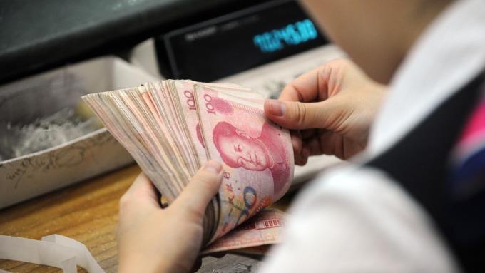 市場人士表示,人民幣本周下探6.9也不意外(圖:AFP)