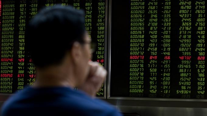 中國股市全球第二大股市頭銜不保(圖:AFP)