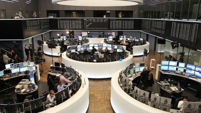 圖:AFP  貿易戰擔憂 泛歐指數週一小幅收低