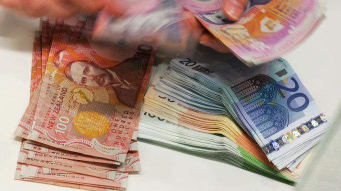 紐西蘭幣與歐元(圖:AFP)
