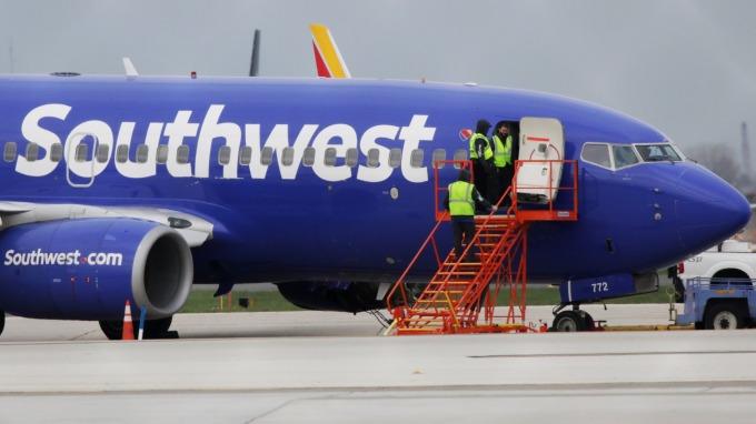 大摩:滿手現金的巴菲特應該去收購西南航空      (圖:AFP)