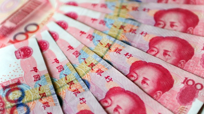 人民幣中間價報6.8395下調78點(圖:AFP)