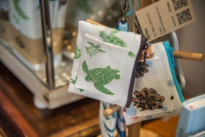 除了海洋、環境主題的書籍,還有許多海龜小商品