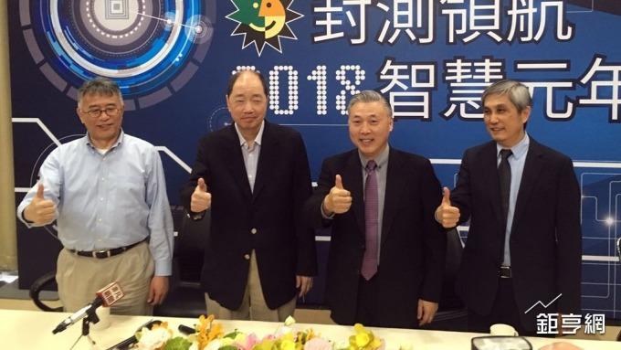 日月光投控董事長張虔生(左二)。(鉅亨網資料照)