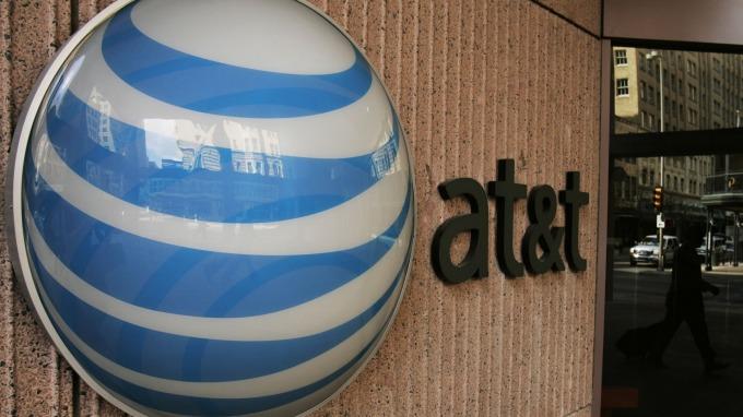 一名美國投資者指稱因手機SIM卡身份被盜用,憤而控告手機服務商AT&T。(圖:AFP)