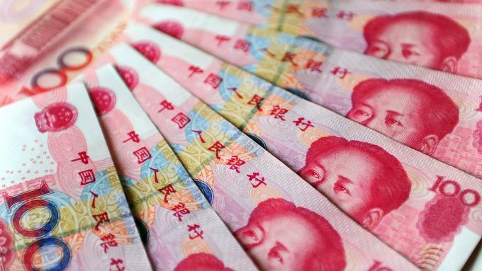 人民幣中間價報6.8718上調176點(圖:AFP)
