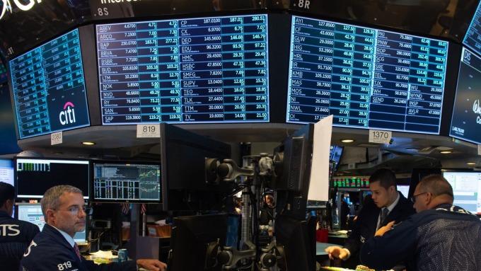 圖:AFP  美國股市週一中場上漲
