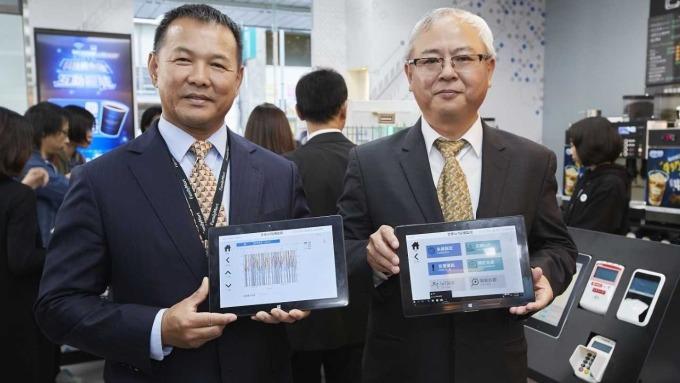 全家董事長葉榮廷(右)與總經理薛東都(左)。(圖:全家提供)