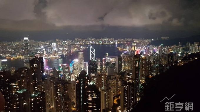 香港中環頂級商辦每月每坪租金高達2.79萬元,蟬聯全球最貴的商辦。(鉅亨網記者張欽發攝)