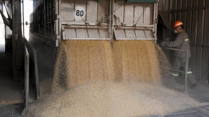 躲避25%高額關稅 美國黃豆現在靠這招進入中國 | 鉅亨網 - 原物料