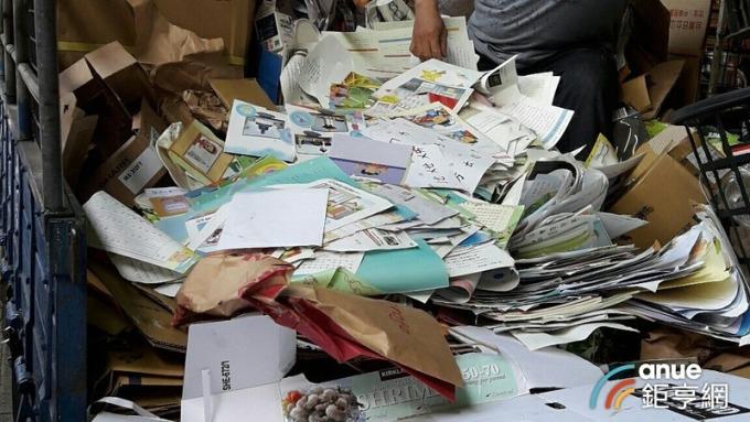 造紙公會趁勢倡議資源回收使用者付費,提高循環經濟。(鉅亨網記者陳慧菱攝)