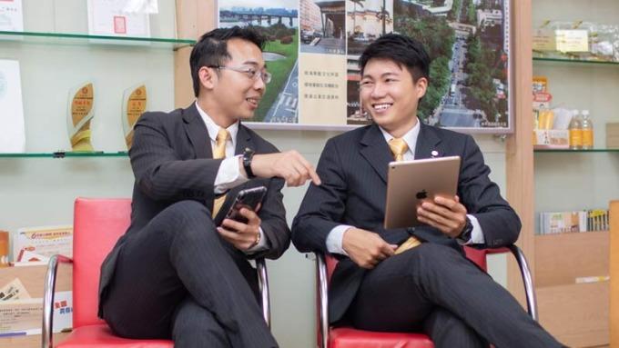 公司推動師徒達人制度,讓每位新人都有專屬學長指導。