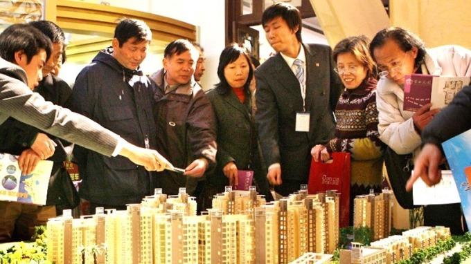 2008年金融海嘯之後,香港房價10年內狂飆2.4倍。 (圖:AFP)