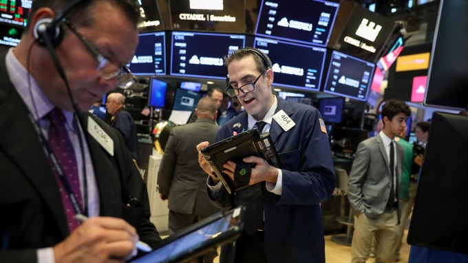 今(13) 日美股三大期貨指數全面上揚。(圖:AFP)