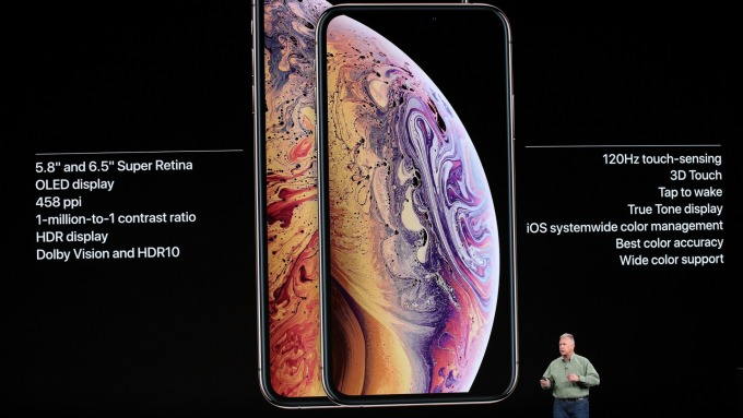 蘋果押寶iPhone XR,傳鴻海鄭州廠日產約30萬支。(鉅亨網資料照)