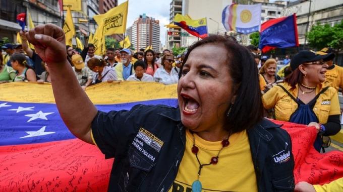 委內瑞拉深為惡性通膨所苦。(圖:AFP)