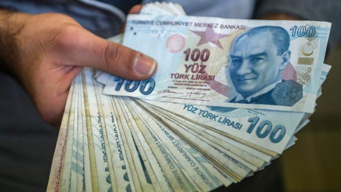 2018年以來,土耳其里拉兌美元重貶逾 4 成。(圖:AFP)