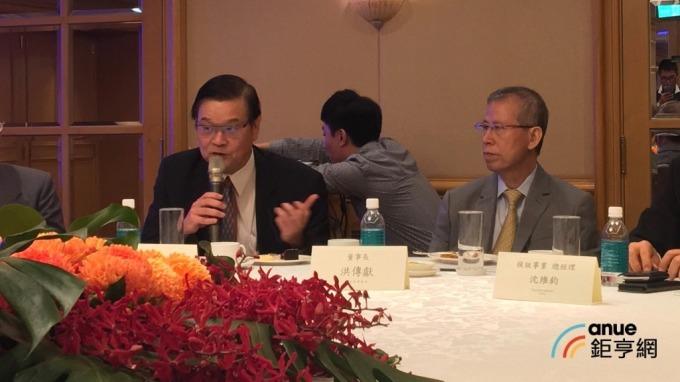 左起為聯合再生能源執行長潘文輝、董座洪傳獻。(鉅亨網資料照)