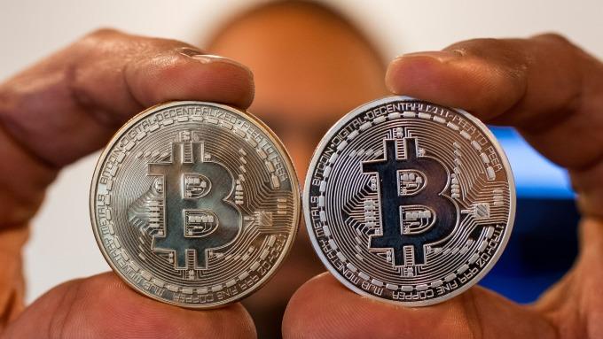 英國財政委員會呼籲,加密貨幣應受監管。(圖:AFP)
