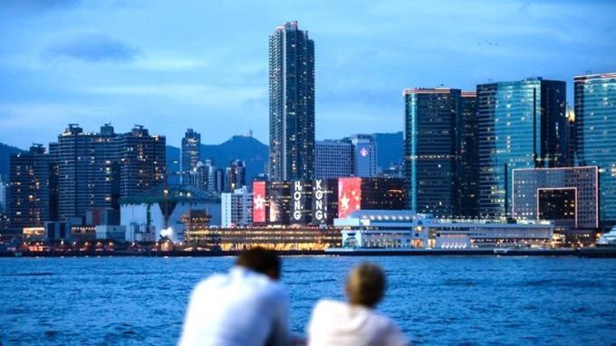 升息長遠打擊香港房市。 (圖:AFP)