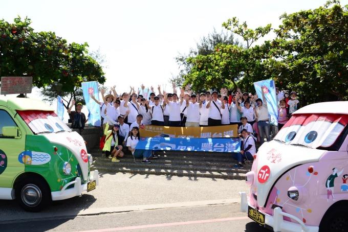 永豐銀行、永豐金證券與永豐客服科技組成逾50人志工團,於周六(9/29)前往臺南觀夕平台淨灘,為環境保護貢獻心力。