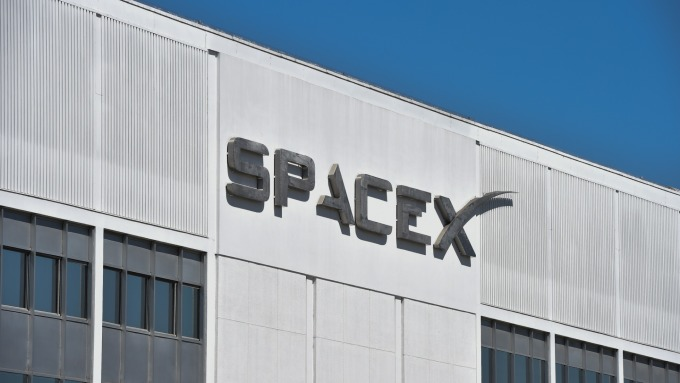 Space X也從NASA挖人。(圖:AFP)